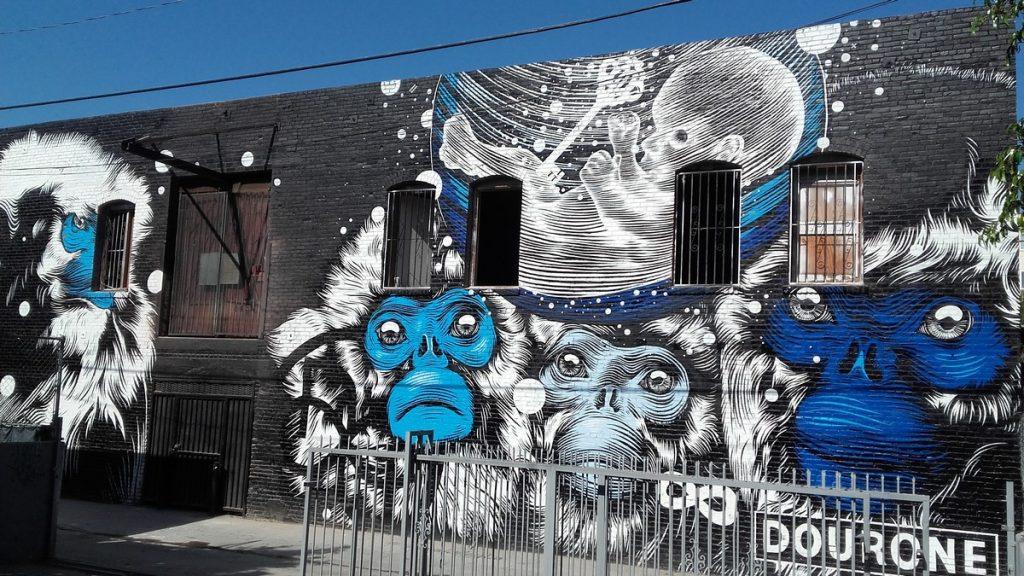 DOURONE - Animal alley, 1412 Colton st, entre Glendale bd / Douglas st