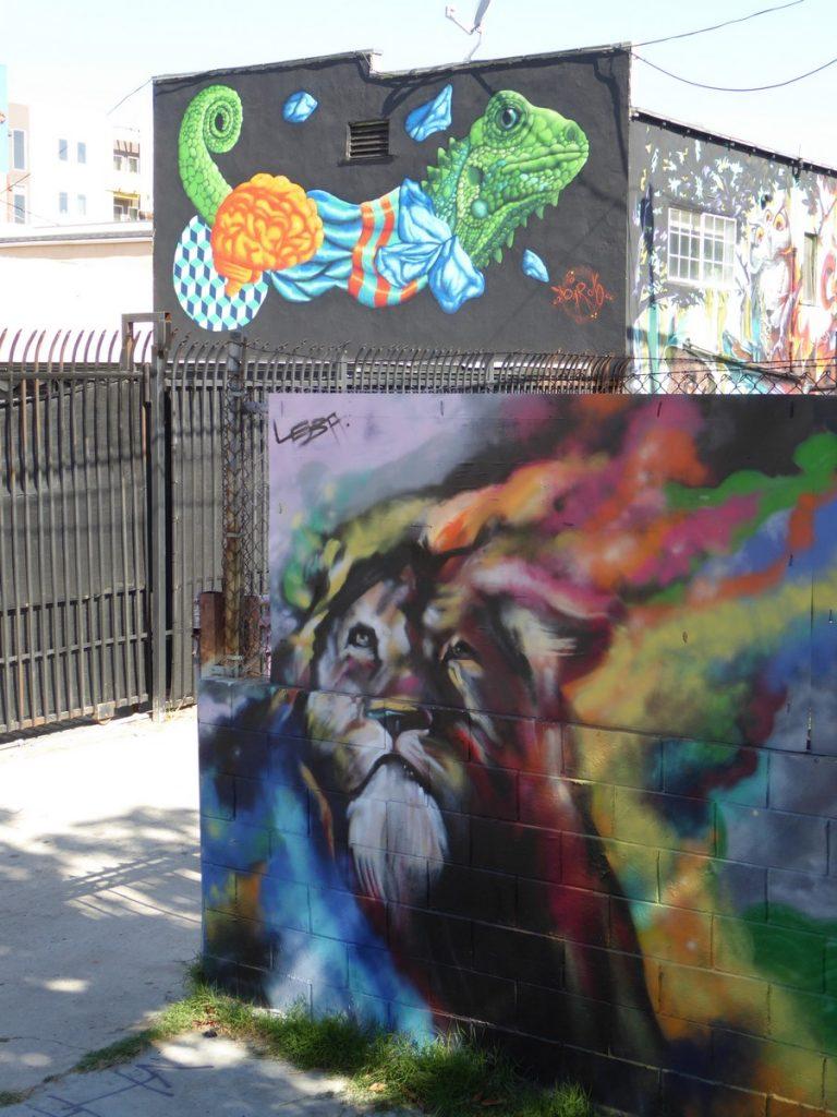 Animal alley, 1412 Colton st, entre Glendale bd / Douglas st
