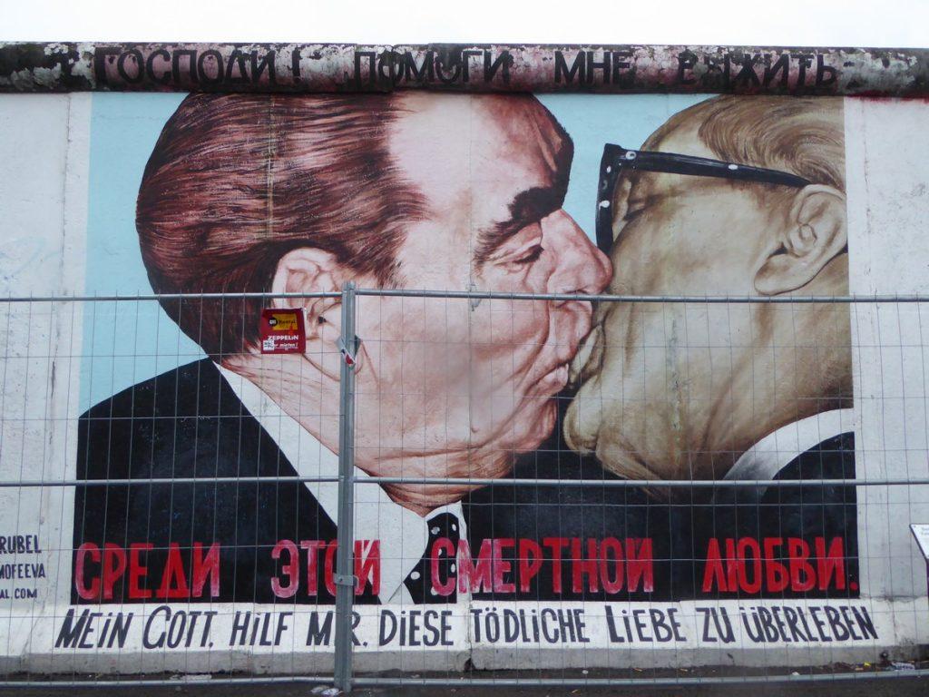Le baiser fraternel entre Brejnev et Honecker – Mühlenstraße