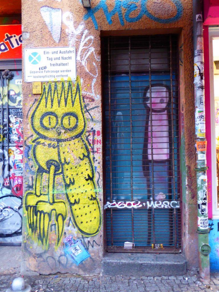 Une chouette de DSCREET + STIK : 46 Falckensteinstaße, Kreuzberg