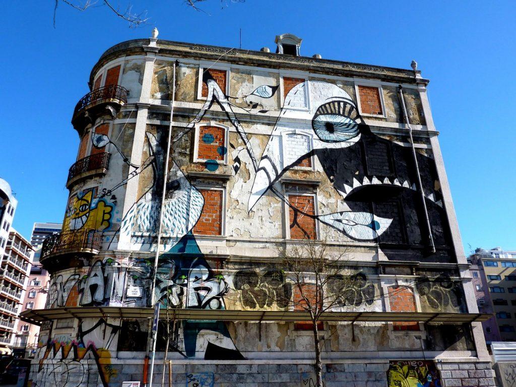 LUCY MCLAUCHLAN - Avenida Fontes Pereira de Melo / rua Martins Ferrao