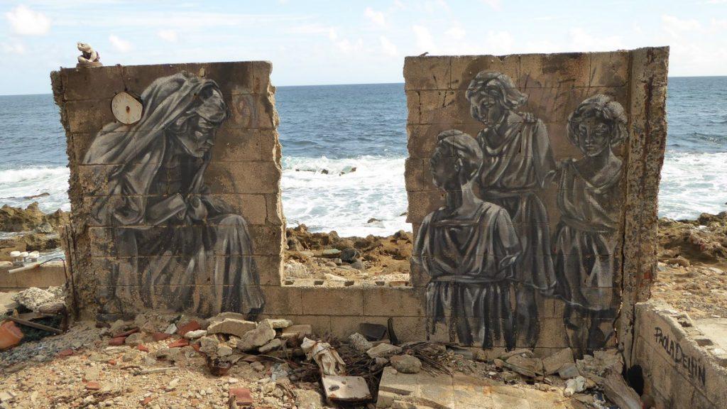 PAOLA DELFIN - Old San Juan Puerto Rico - Maison abandonnées en bord de plage après cal San Miguel